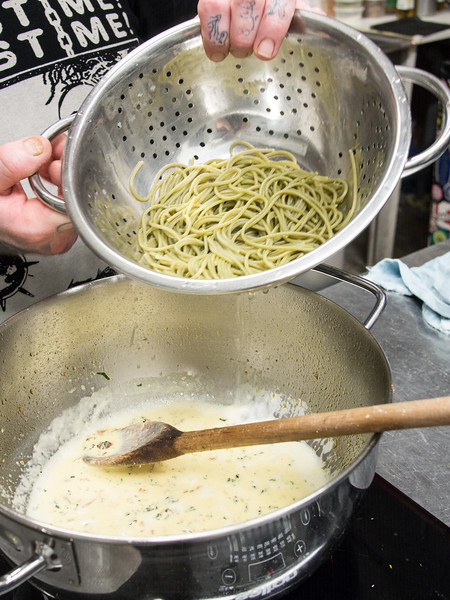 garlic pasta action into pan.jpg