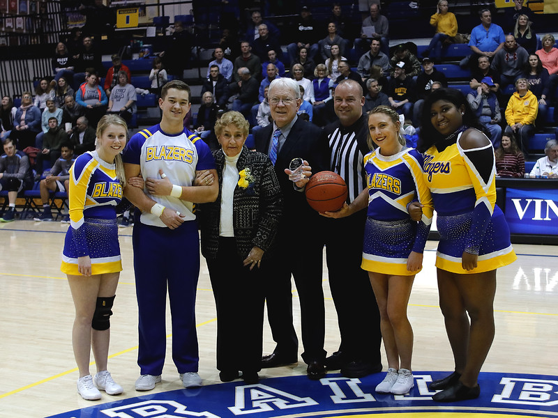 _MG_7412-Group photo Elizabeth- cheerleaders -Referee- Harry Meeks.jpg