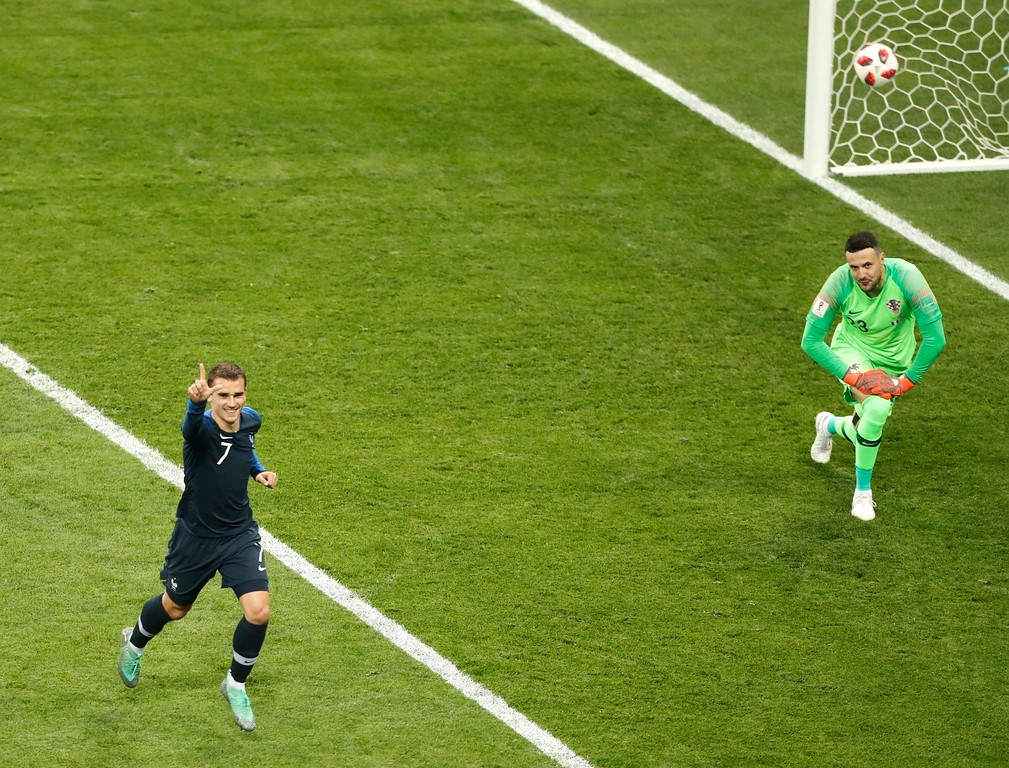 . France\'s Antoine Griezmann, right, celebrates after scoring a penalty kick during the final match between France and Croatia at the 2018 soccer World Cup in the Luzhniki Stadium in Moscow, Russia, Sunday, July 15, 2018. (AP Photo/Frank Augstein)