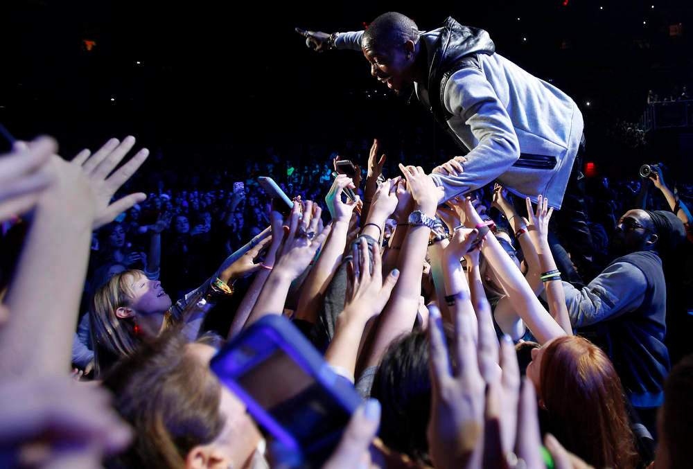 . Singer B.o.B. performs during the Z100 Jingle Ball at Madison Square Gardens in New York, December 7, 2012.    REUTERS/Carlo Allegri