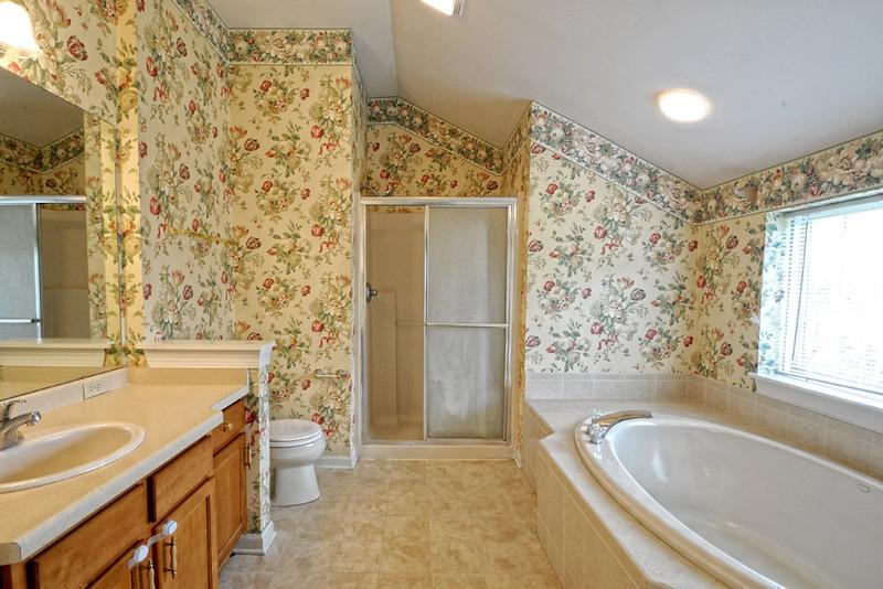 018-4   MASTER BATHROOM.jpg
