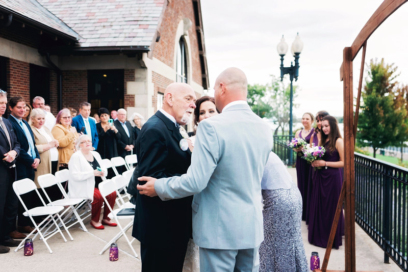 chateau-on-the-river-trenton-michigan-wedding-0263.jpg