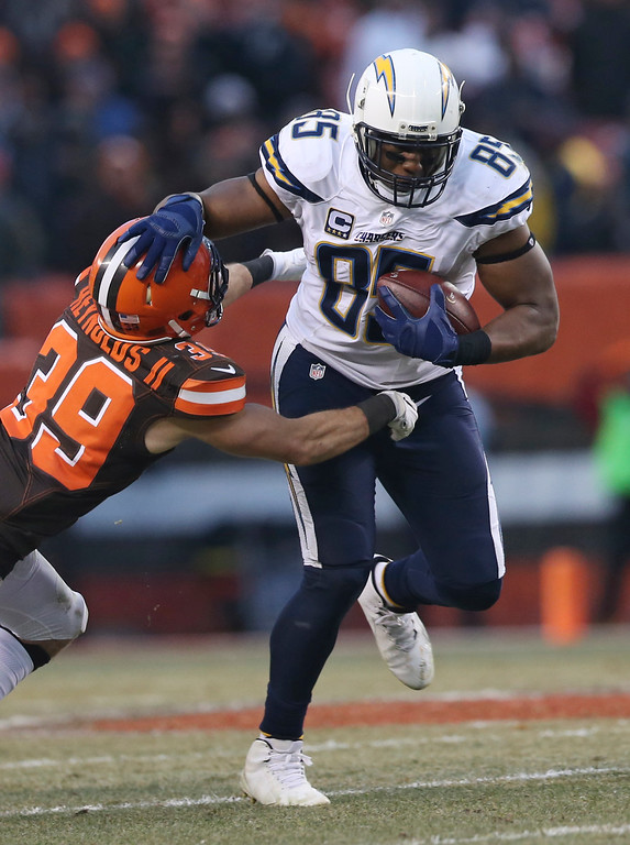 . San Diego Chargers tight end Antonio Gates (85) rushes against Cleveland Browns free safety Ed Reynolds (39) in the second half of an NFL football game, Saturday, Dec. 24, 2016, in Cleveland. (AP Photo/Aaron Josefczyk)