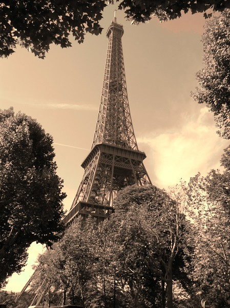 eiffel tower sepia 2.JPG