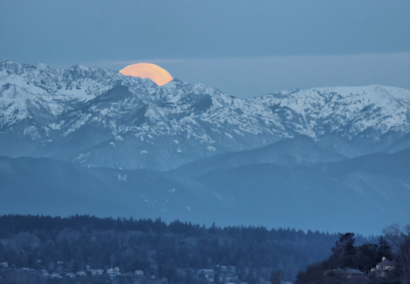 Moonset Morning - Dec 2016