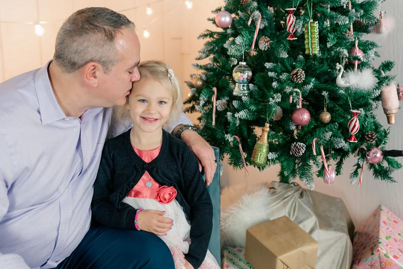 Therrien Family December 2020-2.jpg
