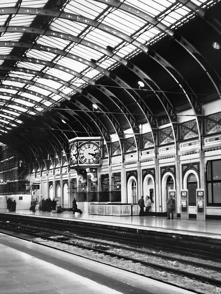 Victoria Station, London.jpg