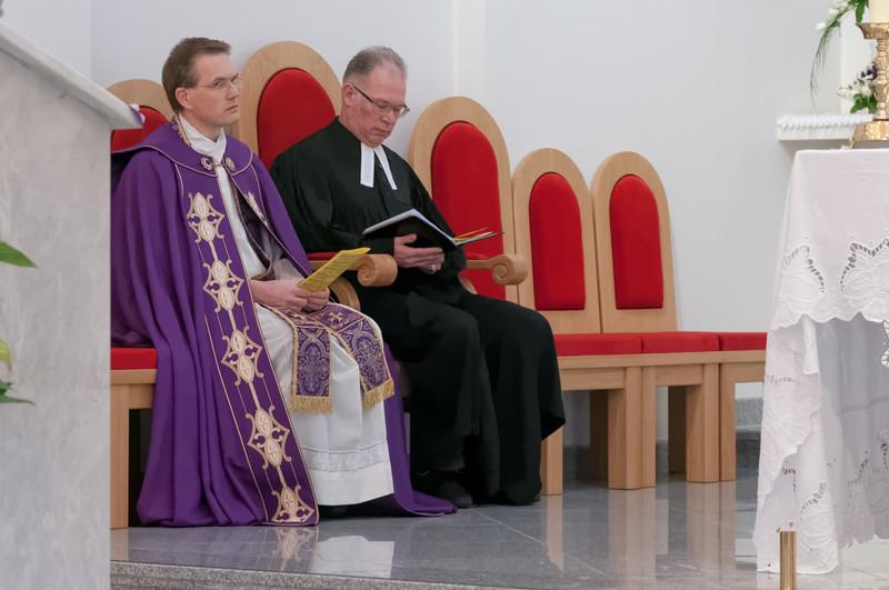 Friedberd Baur von der evangelischen Gemeinde in Oslo und Reidar Voith von der katholischen Gemeinde in Stavanger leiteten den Gottesdienst.