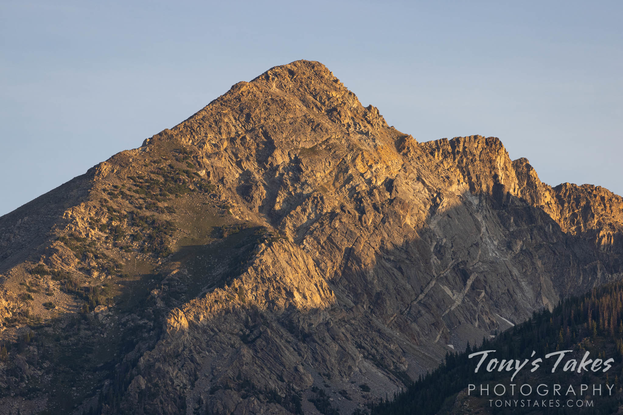 Mountain. Canon R5, Canon EF 100-400mm f/4.5-5.6L IS II USM @ 400mm, 1/400, f/5.6, ISO 320.
