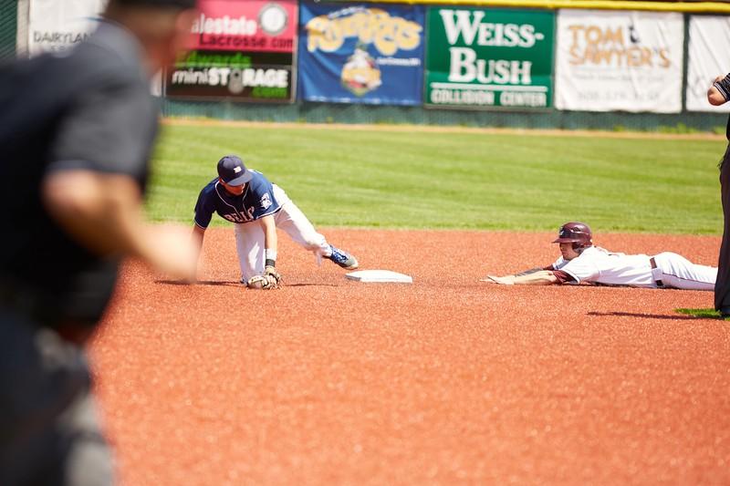 2016_UWL_Baseball_Regionals_065.jpg