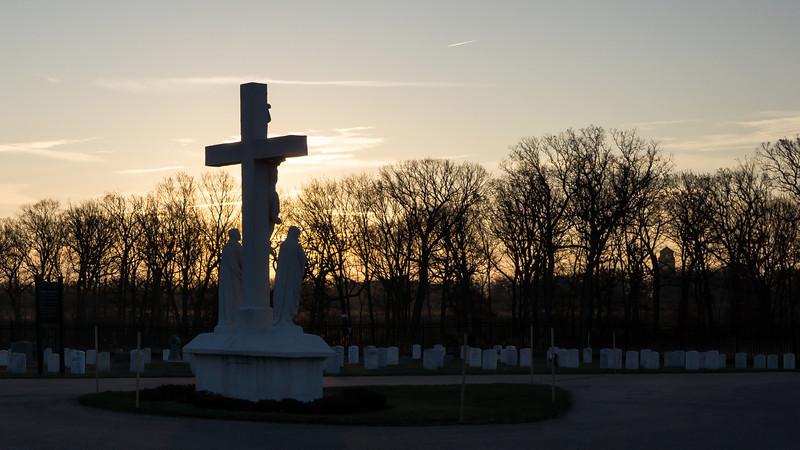 00836 Ft Sheridan Cemetery-Crucifix at Sunrise.jpg