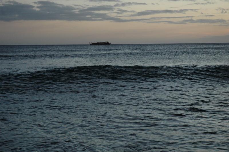 Hawaii - Ala Moana Beach Sunset-165.JPG