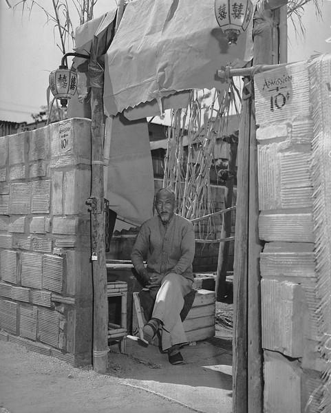 1938-MerchantInChinatown.jpg
