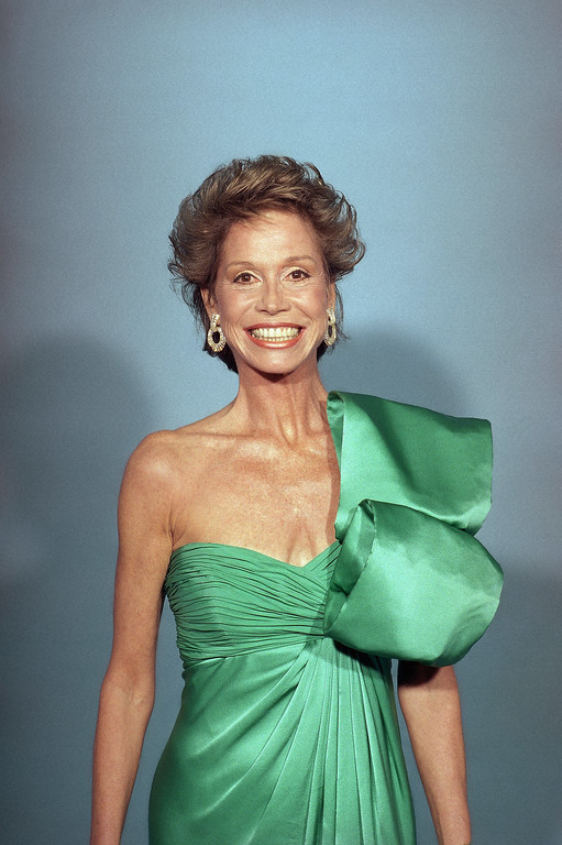 . Mary Tyler Moore poses backstage at the Emmy Awards in Los Angeles, Sept. 20, 1987. (AP Photo/Pizac)