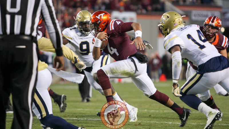 Virginia Tech QB Jerod Evans (4) keeps the ball on a run in the third quarter. (Mark Umansky/TheKeyPlay.com)