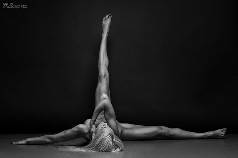 black-and-white-portraits-women-body-bodyscapes-anton-belovodchenko-87.jpg