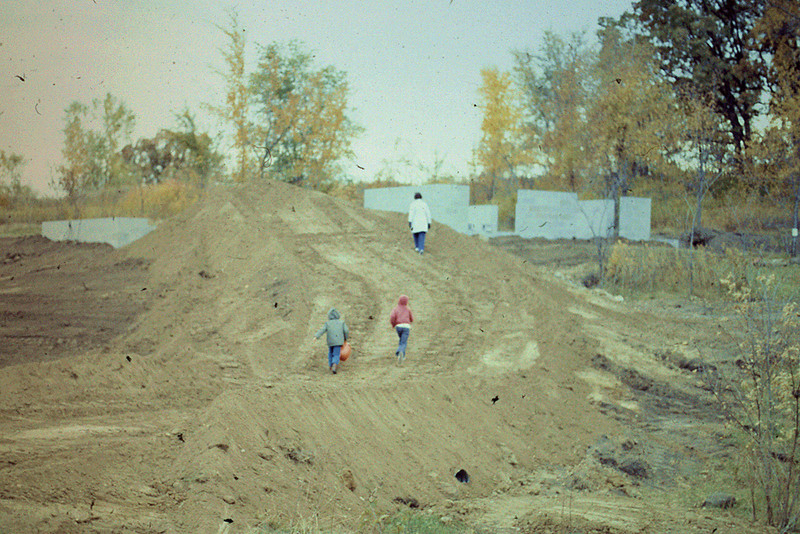 1974-09 - Driveway excavation to house - with boys