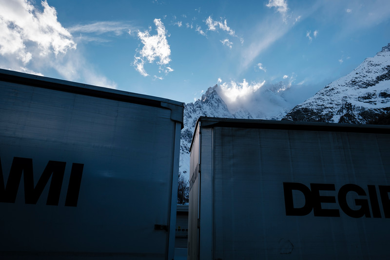 A truck entering the tunnel from the Italian access, behind hind the Mont-Blanc mountain (the top isn't visible, just a part of the mountain is) - Samuel Zeller for the New York Times