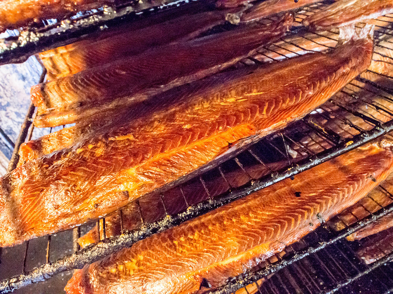 porvoo preparing smoked salmon more-2.jpg