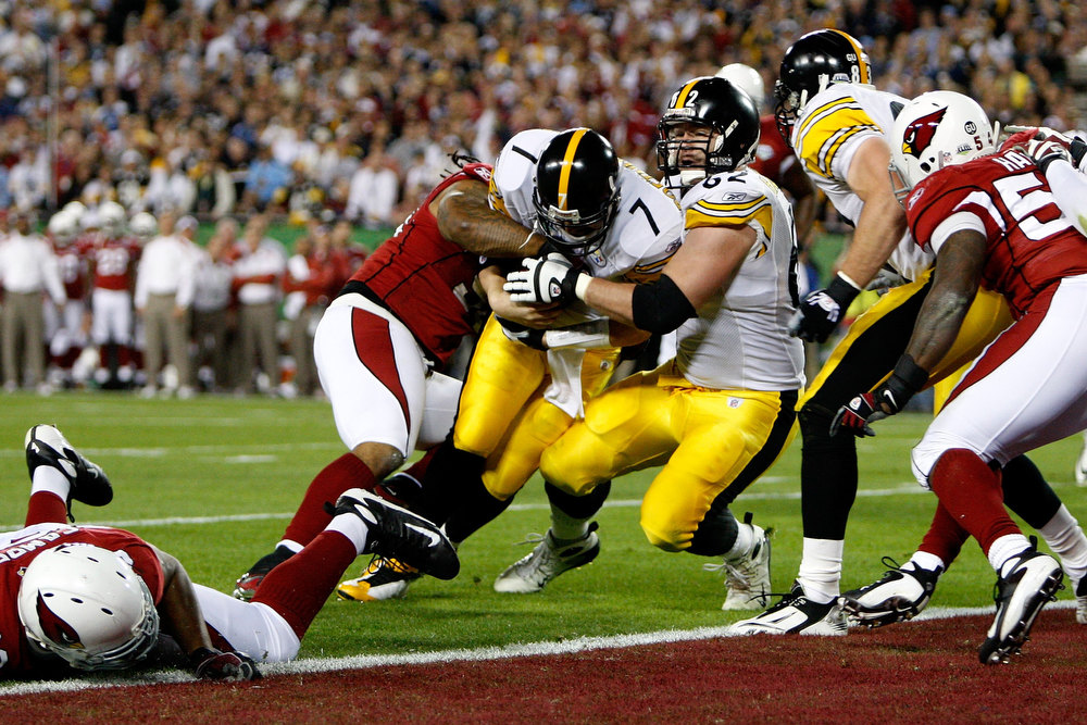 Description of . Quarterback Ben Roethlisberger #7 of the Pittsburgh Steelers dives into the endzone for a touchdown in the first quarter but the play was ruled no touchdown on a coaches\' challenge against the Arizona Cardinals during Super Bowl XLIII on February 1, 2009 at Raymond James Stadium in Tampa, Florida.  (Photo by Streeter Lecka/Getty Images)
