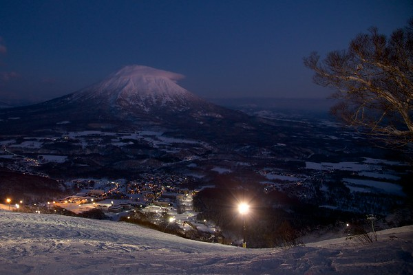 Night Skiing Grand Hirafu Niseko