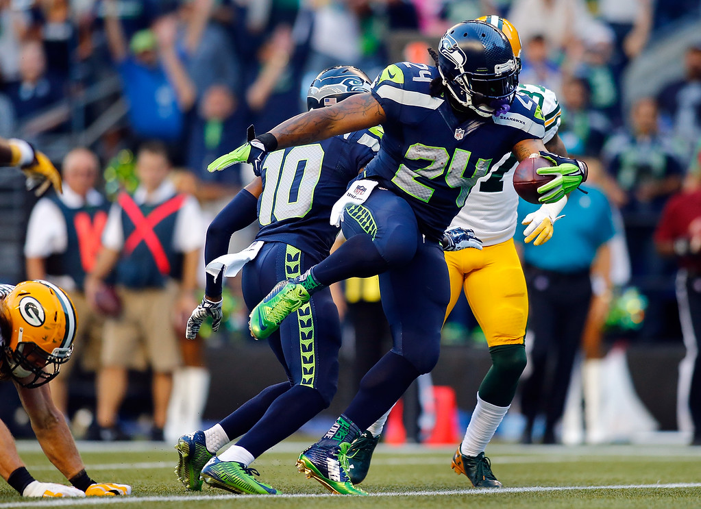 . SEATTLE, WA - SEPTEMBER 04: Running Back Marshawn Lynch #24 of the Seattle Seahawks scores a touchdown during the second quarter of the game against the Green Bay Packers at CenturyLink Field on September 4, 2014 in Seattle, Washington.  (Photo by Jonathan Ferrey/Getty Images)
