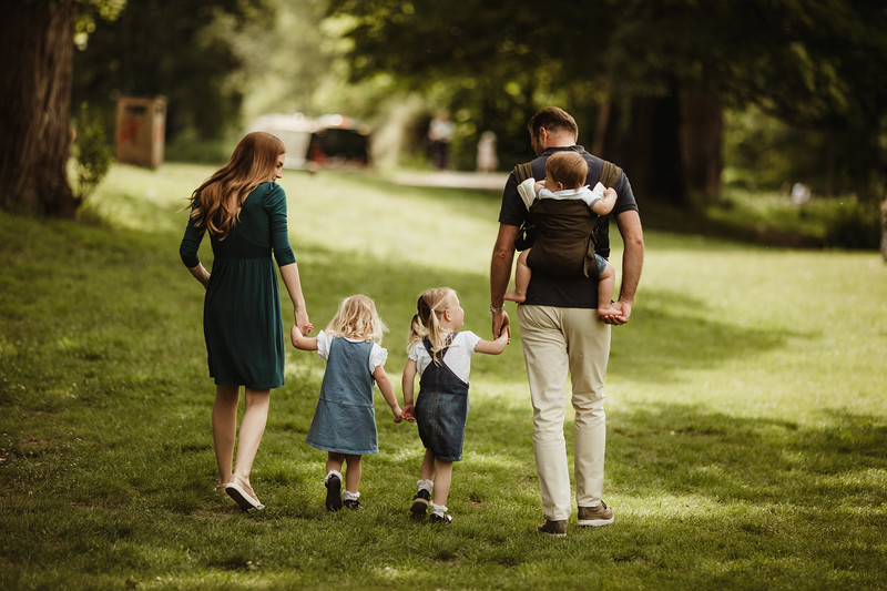 Izmi_Baby_Carrier_Olive_Lifestyle_Back_Carry_Family_Walk_2.jpg