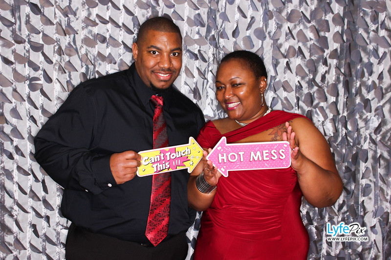 red-hawk-2017-holiday-party-beltsville-maryland-sheraton-photo-booth-0127.jpg