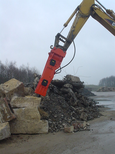 NPK E216 hydraulic hammer on Cat Excavator at Marblehead 6-4-98 (19).JPG
