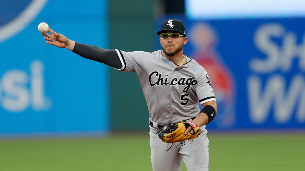 . Chicago White Sox\'s Yolmer Sanchez throws out Cleveland Indians\' Yonder Alonso at first base in the fourth inning of a baseball game, Monday, June 18, 2018, in Cleveland. (AP Photo/Tony Dejak)