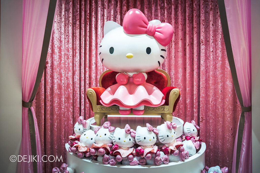 Universal Studios Singapore - Hello Kitty Studio store / plush toy with Hello Kitty statue seated