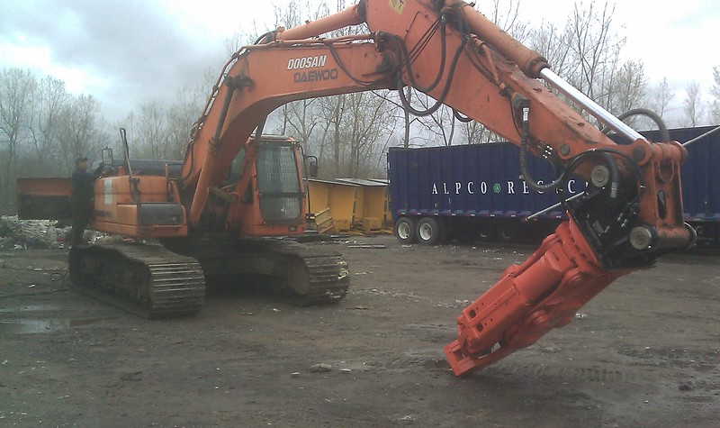 NPK M35K demolition shear on Doosan excavator-C&D recycling (1).jpg