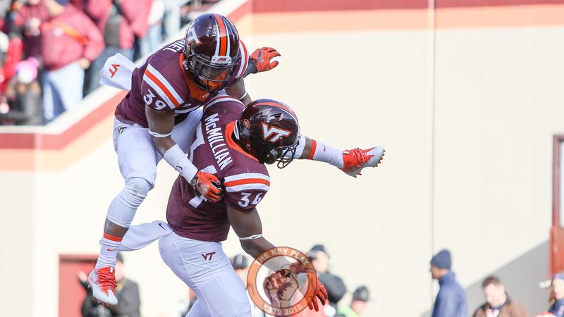 Sean Daniel (39) jumps onto Travon McMillian (34) after his touchdown run. (Mark Umansky/TheKeyPlay.com)