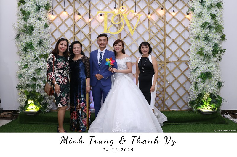 Trung-Vy-wedding-instant-print-photo-booth-Chup-anh-in-hinh-lay-lien-Tiec-cuoi-WefieBox-Photobooth-Vietnam-011.jpg