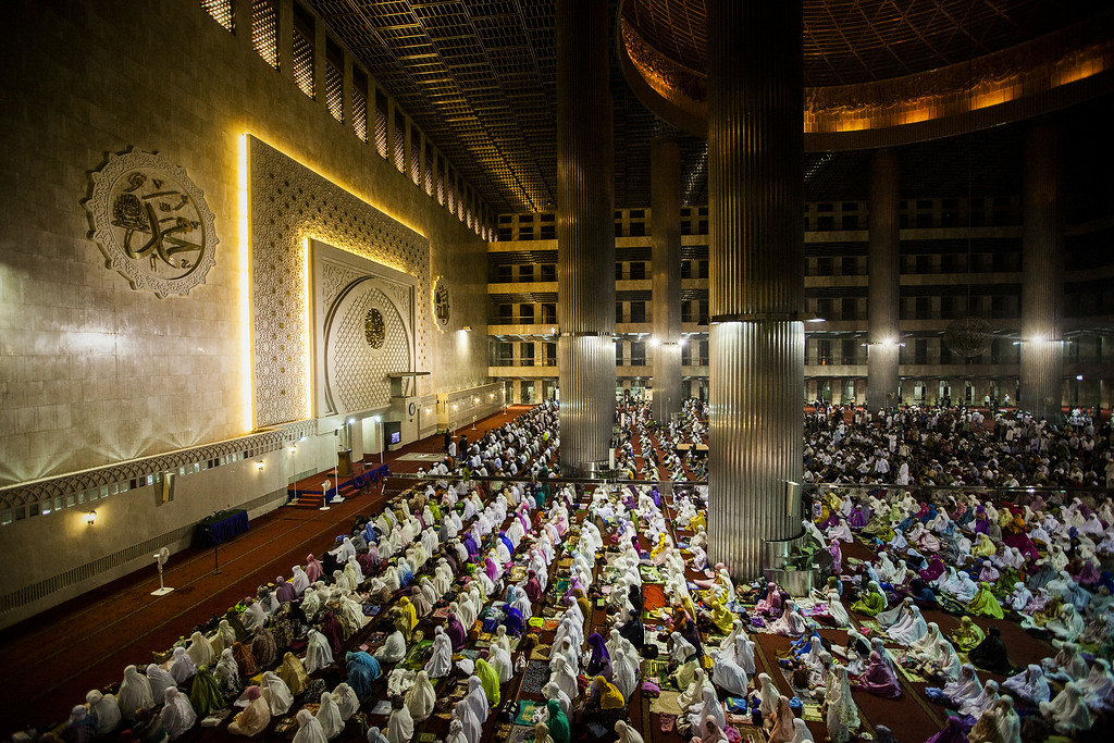 . JAKARTA, INDONESIA - JUNE 28: Indonesian muslims perform prayers known as Tarawih at Istiqlal Mosque the largest mosque in Southeast Asia on June 28, 2014 in Jakarta, Indonesia. Ramadan, the ninth month of the Islamic calander is a month of fasting, prayers and recitation of the Quran.  (Photo by Oscar Siagian/Getty Images)