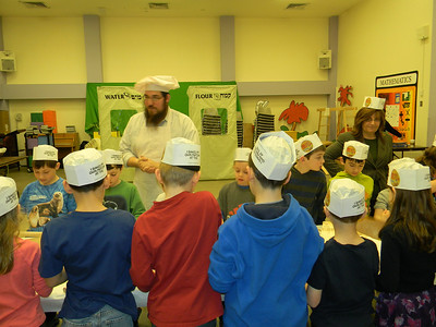 2nd Grade Makes Matzah