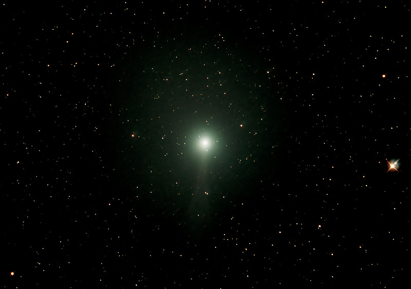 Comet C/2014 Q2 Lovejoy - 21/12/2014 (Processed cropped stack - Comet and Stars tracked)