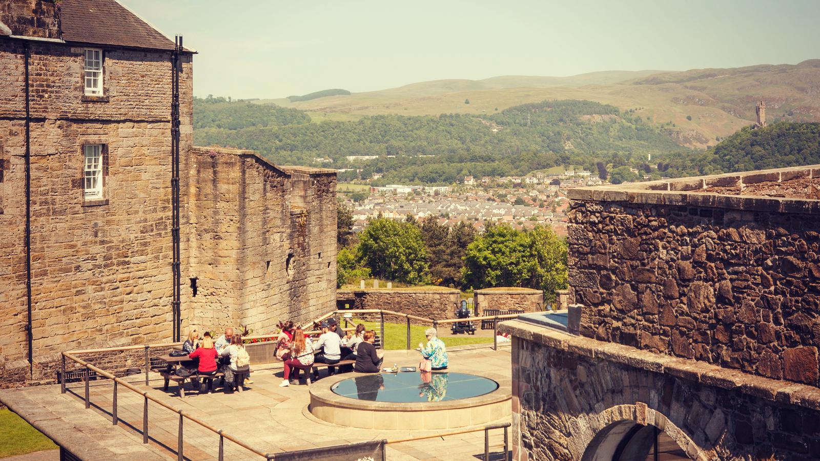苏格兰斯特灵城堡,炮台林立防守坚固