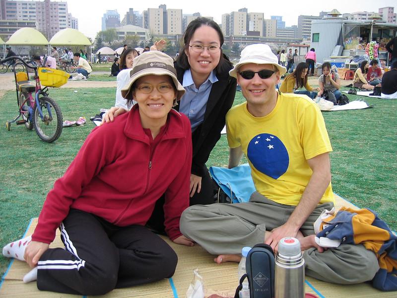 2005 spring with Hyejin, Han River, Seoul.jpg