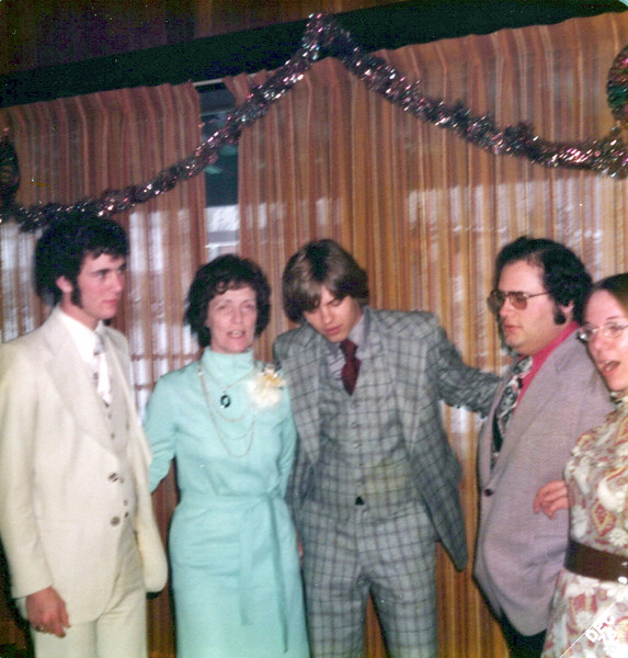 1975 Kris, Viv, Zerb, Bob and Diane.jpeg