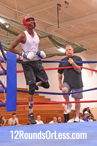 Bout #4:  Marcell Bonner, Red Gloves, Bob Davis B.C., Cleveland, OH   vs.   Davonte Howell, Blue Gloves, Southside B.C., Youngstown, OH  -  135 Lbs.