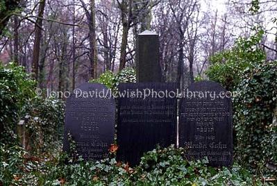 GERMANY, Berlin. Weissenessee Jewish Cemetery. (2004)