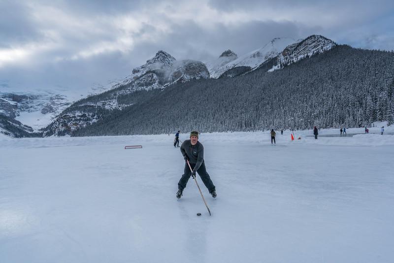 skating-on-lake-louise-8.jpg