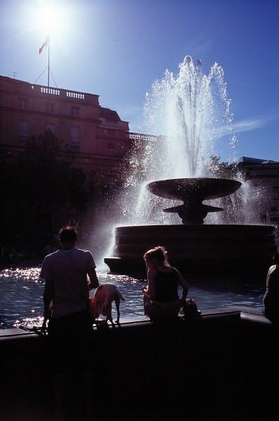 trafalgar square fountain, london