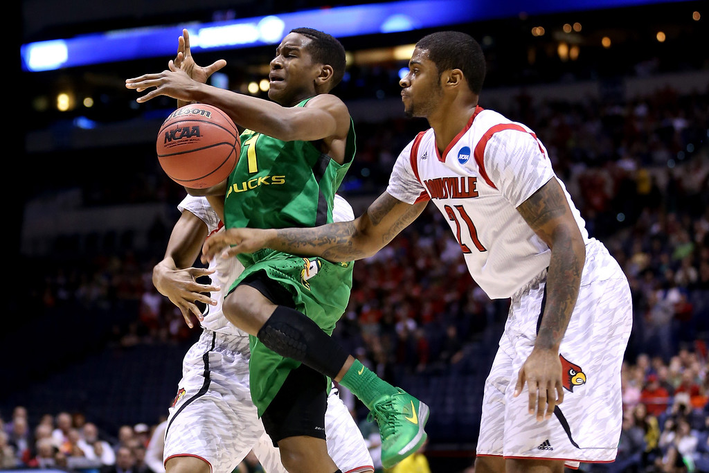 . Dominic Artis #1 of the Oregon Ducks loses the ball in the first half against Chane Behanan #21 of the Louisville Cardinals during the Midwest Region Semifinal round of the 2013 NCAA Men\'s Basketball Tournament at Lucas Oil Stadium on March 29, 2013 in Indianapolis, Indiana.  (Photo by Streeter Lecka/Getty Images)