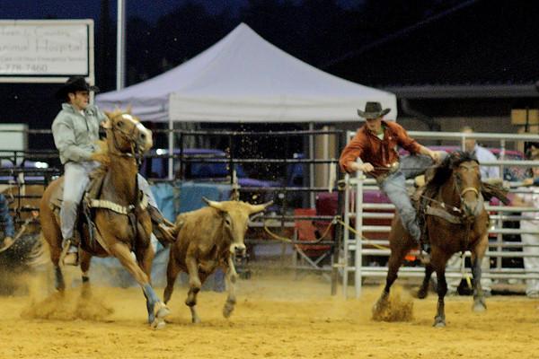 BGR-6-3-2011-Steer-Wrestling