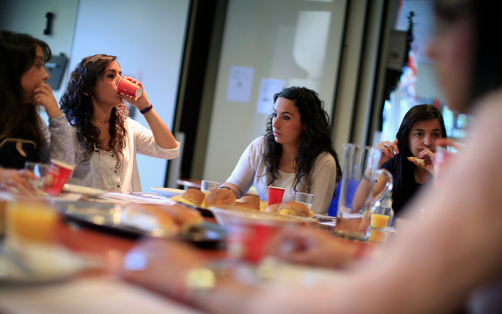 . Spanish nurses (L-R) Marta Martinez, 24, Maria Jose Marin, 23, Maria Teresa Marin, 23, and Pilar Baldayo, 23, have breakfast at the Deo Gratias nursing home in The Hague, June 5, 2013. After months of studying Dutch, a group of young Spanish nurses moved to the Netherlands to take up work, fleeing a dismal job market at home. Spain\'s population dropped last year for the first time on record as young professionals and immigrants who moved here during a construction boom head for greener pastures. Spain\'s jobless rate is 27 percent, and more than half of young workers are unemployed. For Spanish nurses, the Netherlands\' nursing deficit is a boon. Picture taken June 5, 2013. REUTERS/Marcelo del Pozo