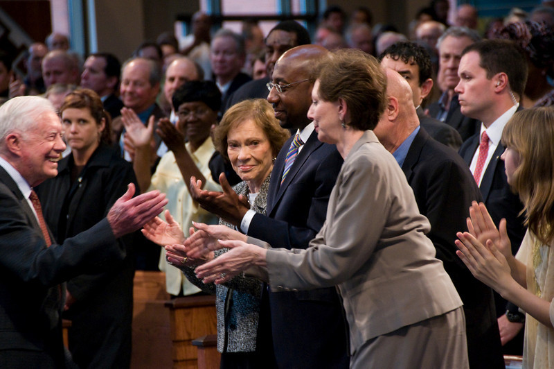 With Pastor Warnock and former First Lady Rosalynn Carter on to Linda's right, she moves forward to thank him for his kind and somewhat playful remarks. sh