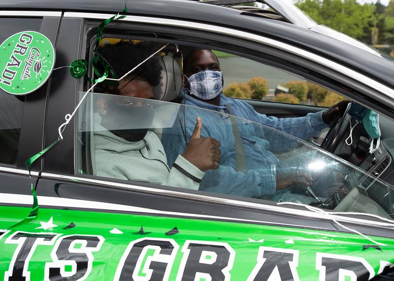 Senior_Car_Parade_050121_2364 - 300 DPI.jpg