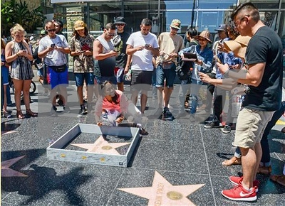 miniature-wall-appears-around-trumps-hollywood-star